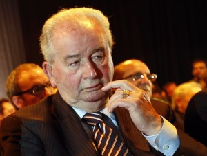 President of the Argentine Football of Association and Vice President of FIFA Julio Grondona is seen in Buenos Aires May 13, 2014. Grondona, aged 82, died July 30, 2014, at a medical centre in Buenos Aires as he was about to undergo heart surgery. Grondona, who has been head of the Argentina FA since 1979, was in charge when Maradona almost single-handedly steered Argentina to World Cup victory in Mexico in 1986. He was also present for the swearing-in ceremony when Maradona became coach of the national team leading up to the South Africa World Cup in 2010. Picture taken May 13, 2014. REUTERS/Enrique Marcarian (ARGENTINA - Tags: OBITUARY SPORT SOCCER)