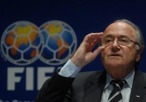 Blatter sigue hasta febrero